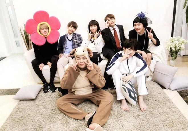Hết kiếp cameo, BTS xâm lấn màn ảnh với loạt phim cực hài: Số 5 còn là hàng tự tay sản xuất - Ảnh 1.