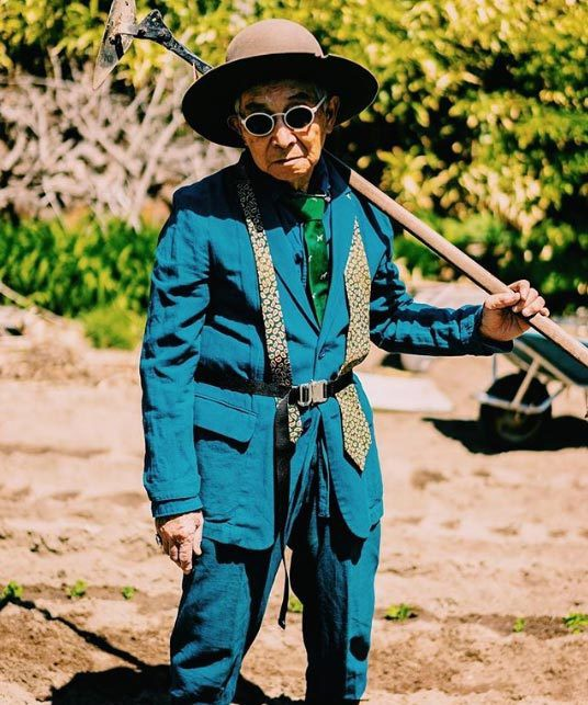 Gu ăn mặc cực chất của biểu tượng thời trang 84 tuổi - Ảnh 8.