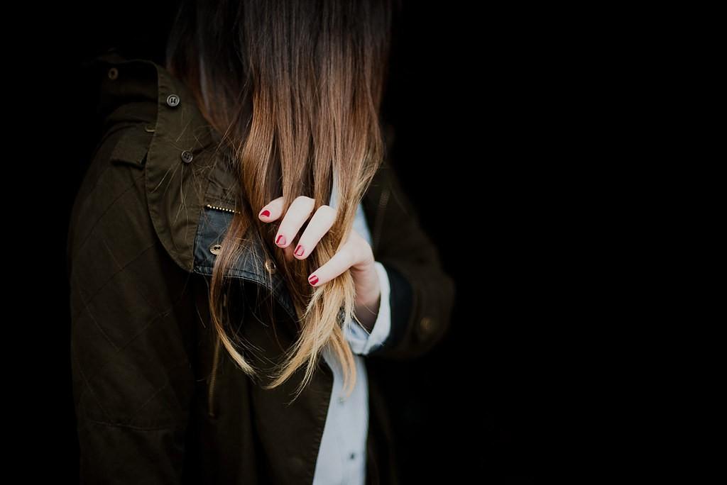 Đây chính là những sai lầm thường gặp khiến mái tóc của bạn ngày càng yếu dần - Ảnh 1.