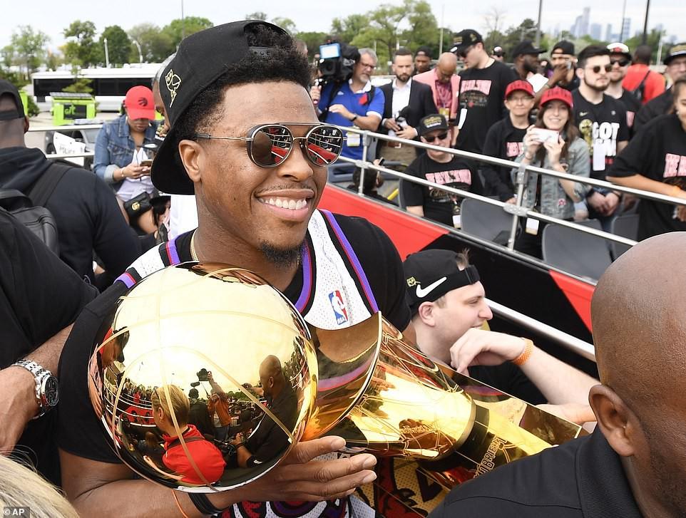 Biển người đột nhiên tháo chạy tán loạn trong lễ rước cúp vô địch NBA lịch sử của Toronto Raptors - Ảnh 11.