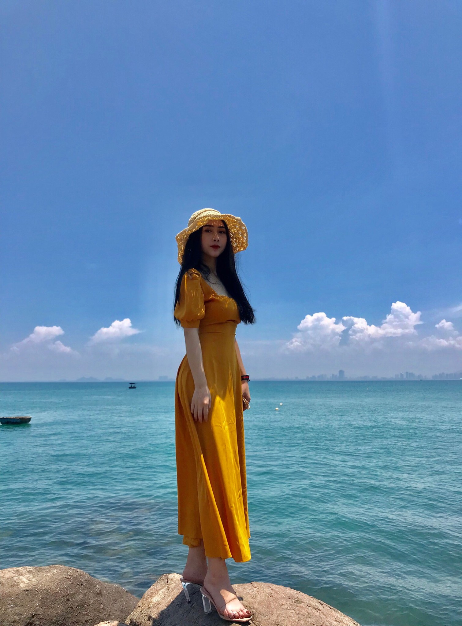 Dân mạng đã tìm ra infor cô gái có body nóng bỏng được cho là bạn gái của tuyển thủ Việt Nam Huỳnh Tấn Sinh - Ảnh 8.