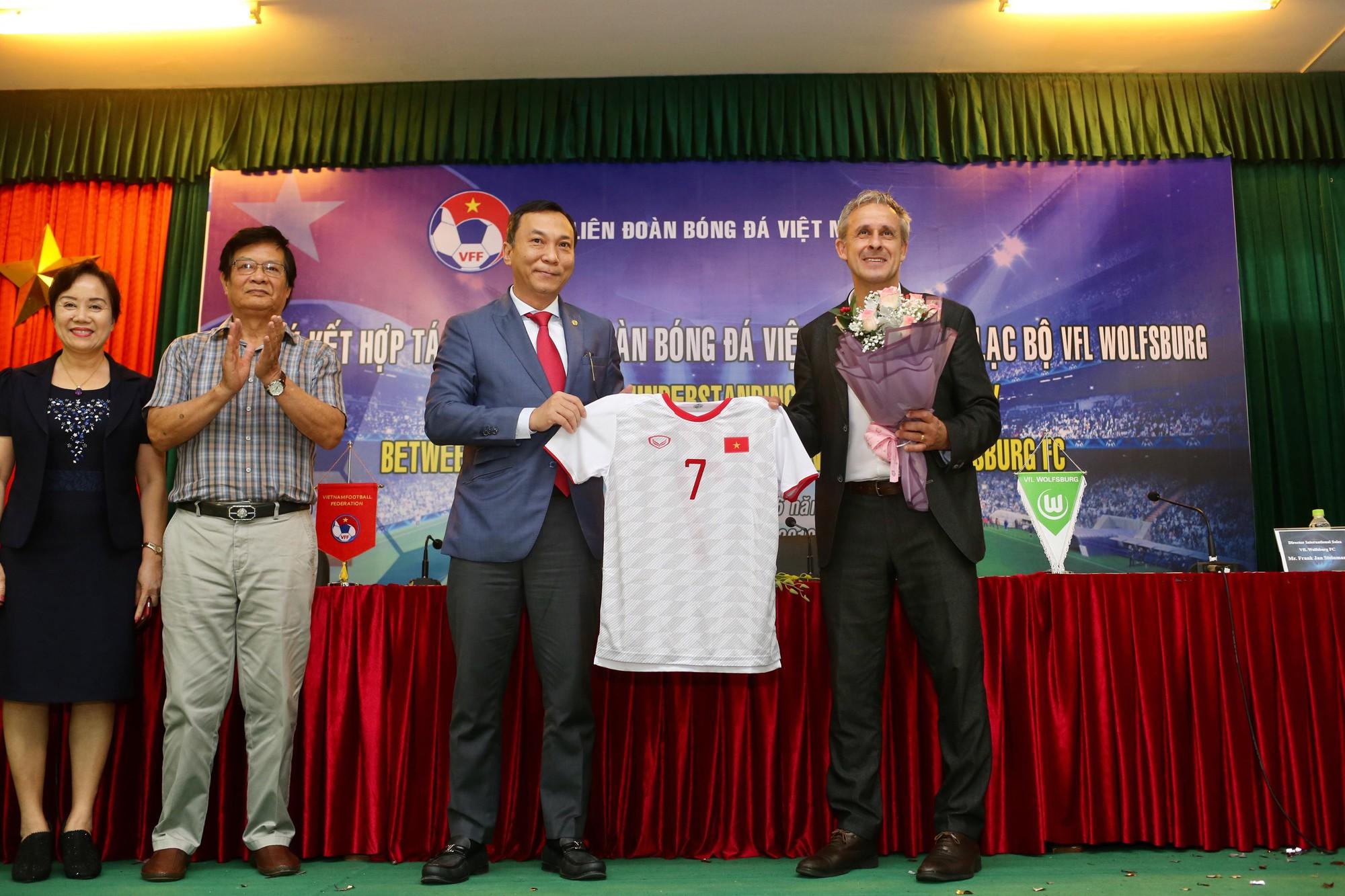 Cầu thủ trẻ Việt Nam chưa thể sang Đức thi đấu vì lý do này - Ảnh 3.