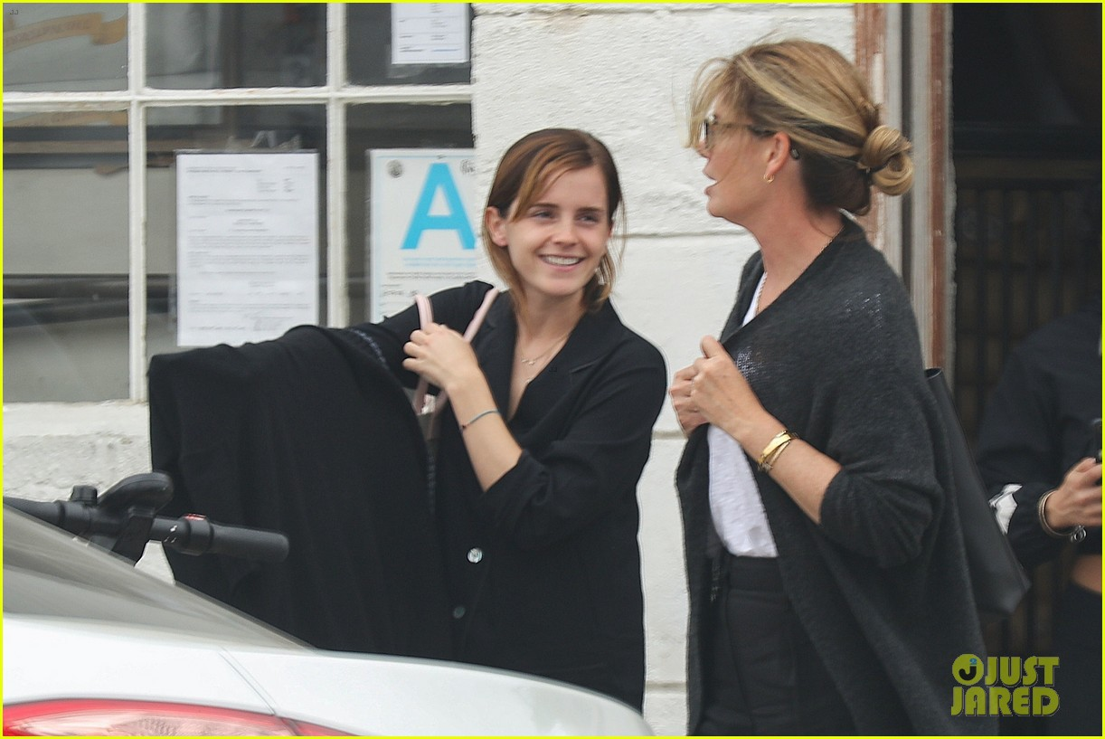 Thần sắc đẹp đã độ lại Emma Watson, thần thái tươi tắn lên trông thấy nhưng nhan sắc mặt mộc mới gây bất ngờ - Ảnh 2.