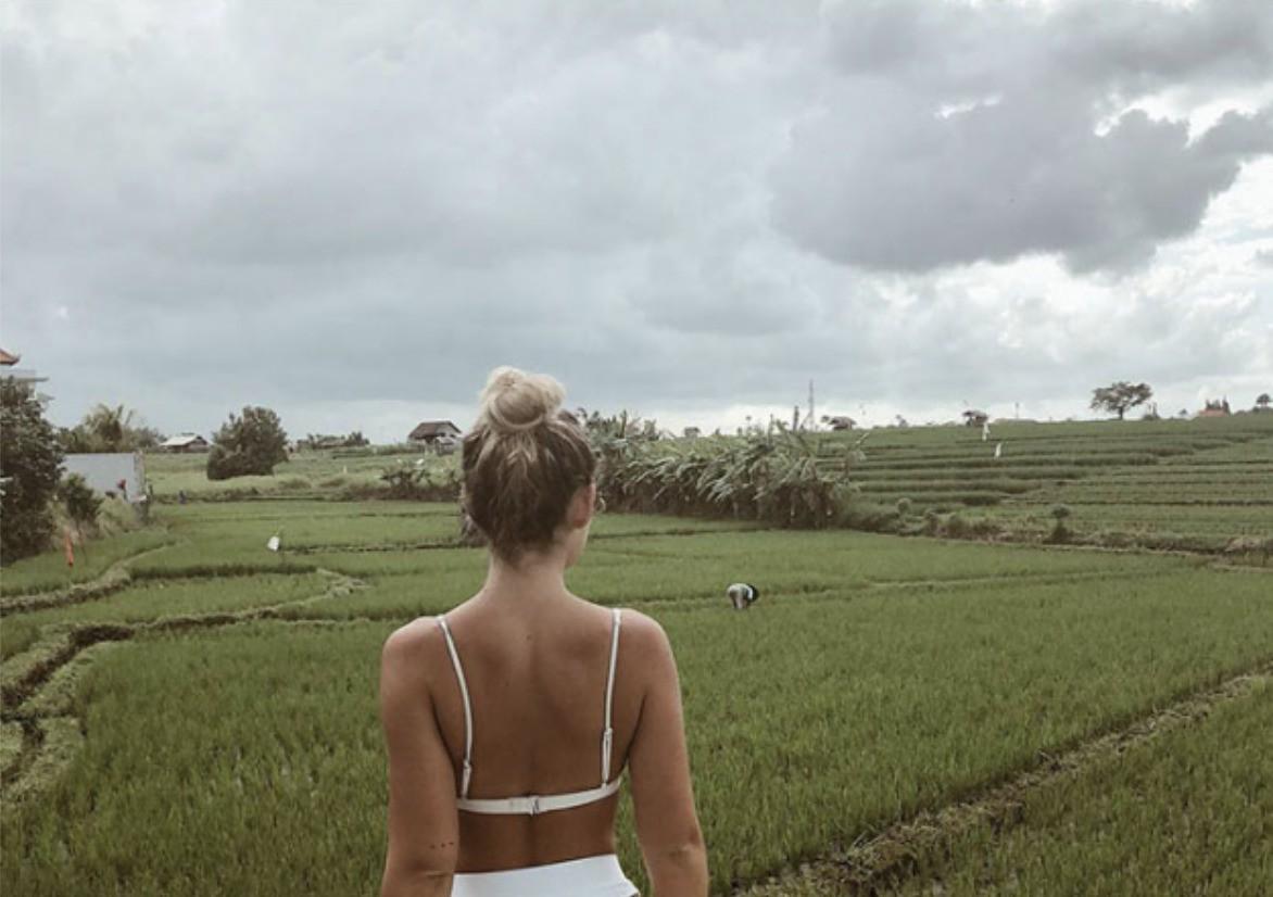 Đăng ảnh so sánh mình với nông dân trồng lúa, blogger du lịch hứng cơn mưa gạch đá đến mức phải đóng Instagram - Ảnh 2.