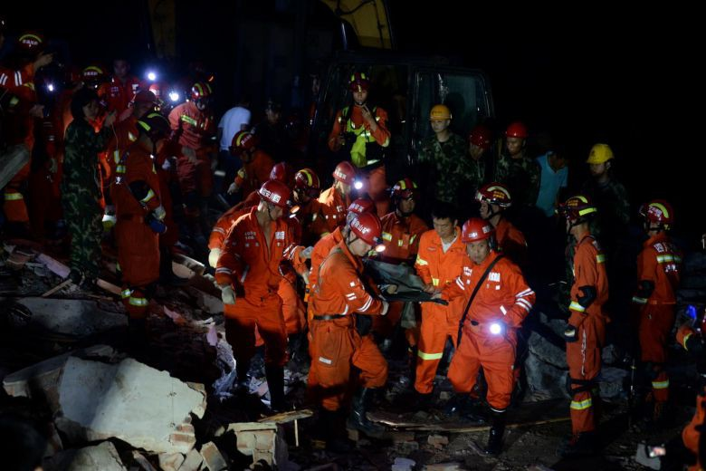 Ảnh: Hiện trường vụ động đất ở Tứ Xuyên làm gần 150 người thương vong - Ảnh 2.