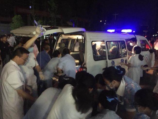 Ảnh: Hiện trường vụ động đất ở Tứ Xuyên làm gần 150 người thương vong - Ảnh 3.