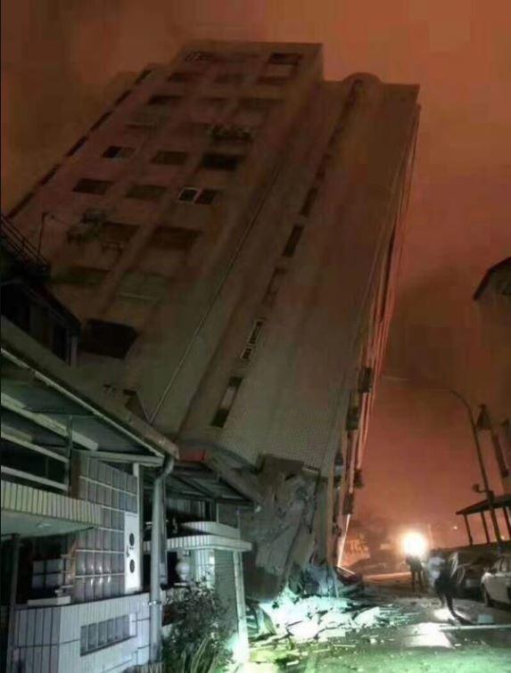 Ảnh: Hiện trường vụ động đất ở Tứ Xuyên làm gần 150 người thương vong - Ảnh 4.