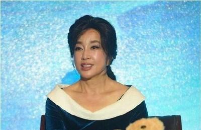 Nhan sắc Võ Tắc Thiên Lưu Hiểu Khánh ở tuổi 64, khuôn mặt biến thành hình nộm vì phẫu thuật quá tay - Ảnh 4.