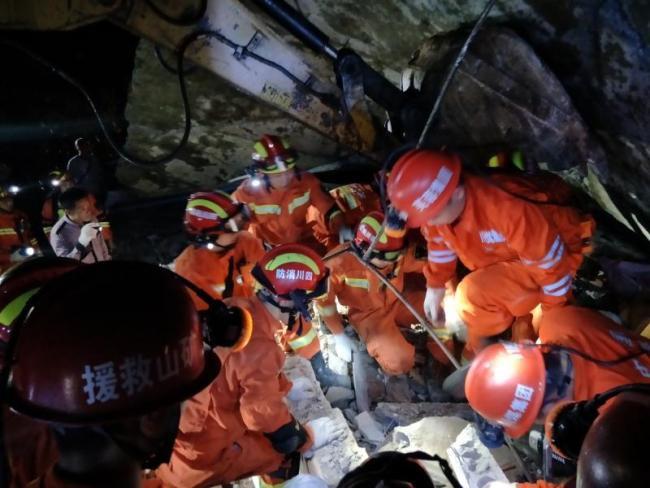 Ảnh: Hiện trường vụ động đất ở Tứ Xuyên làm gần 150 người thương vong - Ảnh 5.