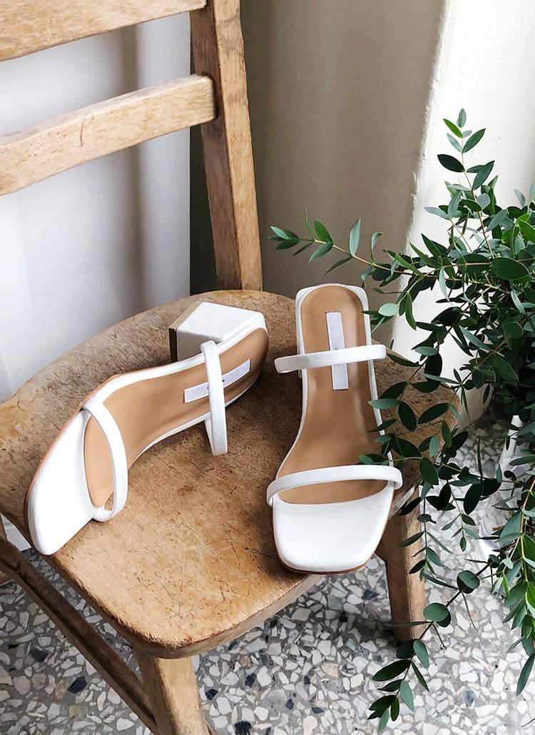 Mang danh giày có gót nhưng 2 lựa chọn này không hề gây đau chân, lại mát rượi để diện vào mùa hè - Ảnh 4.