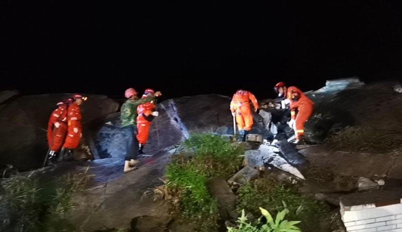 Ảnh: Hiện trường vụ động đất ở Tứ Xuyên làm gần 150 người thương vong - Ảnh 7.