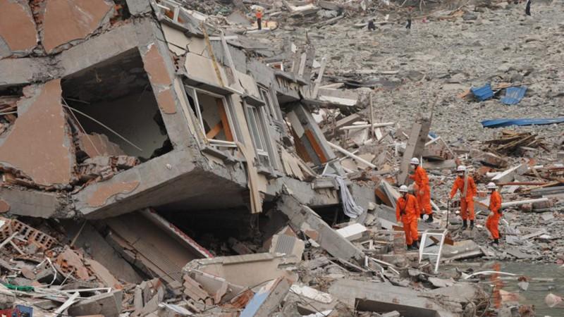 Ảnh: Hiện trường vụ động đất ở Tứ Xuyên làm gần 150 người thương vong - Ảnh 10.