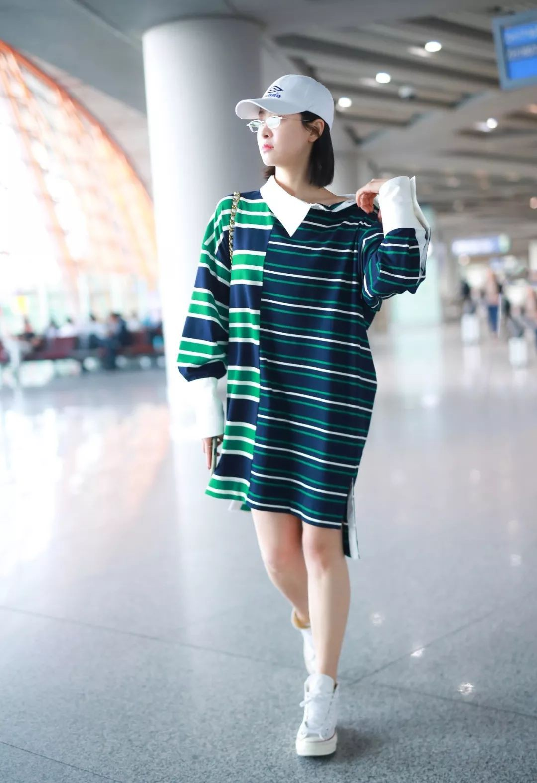 Cùng là váy hiệu 25 triệu mà Victoria Song như mặc đồ Taobao, Cổ Lực Na Trát lại đẳng cấp khác một trời một vực - Ảnh 2.