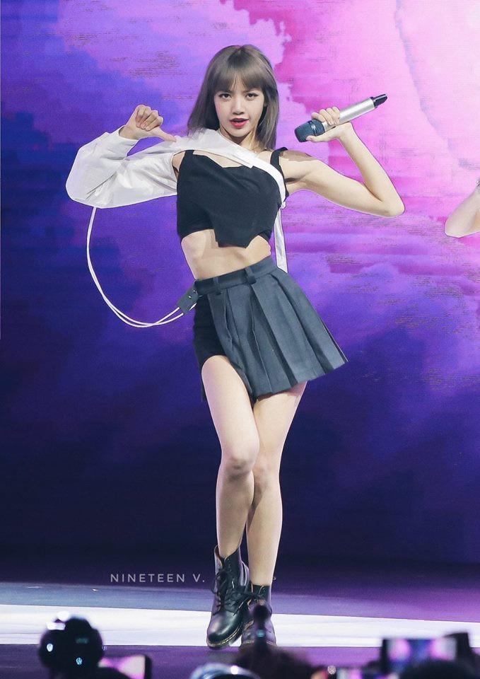 """Nếu không phải Lisa (Blackpink) thì idol nào mới có thể """"cân"""" được đống trang phục khó cảm nhường này? - Ảnh 7."""