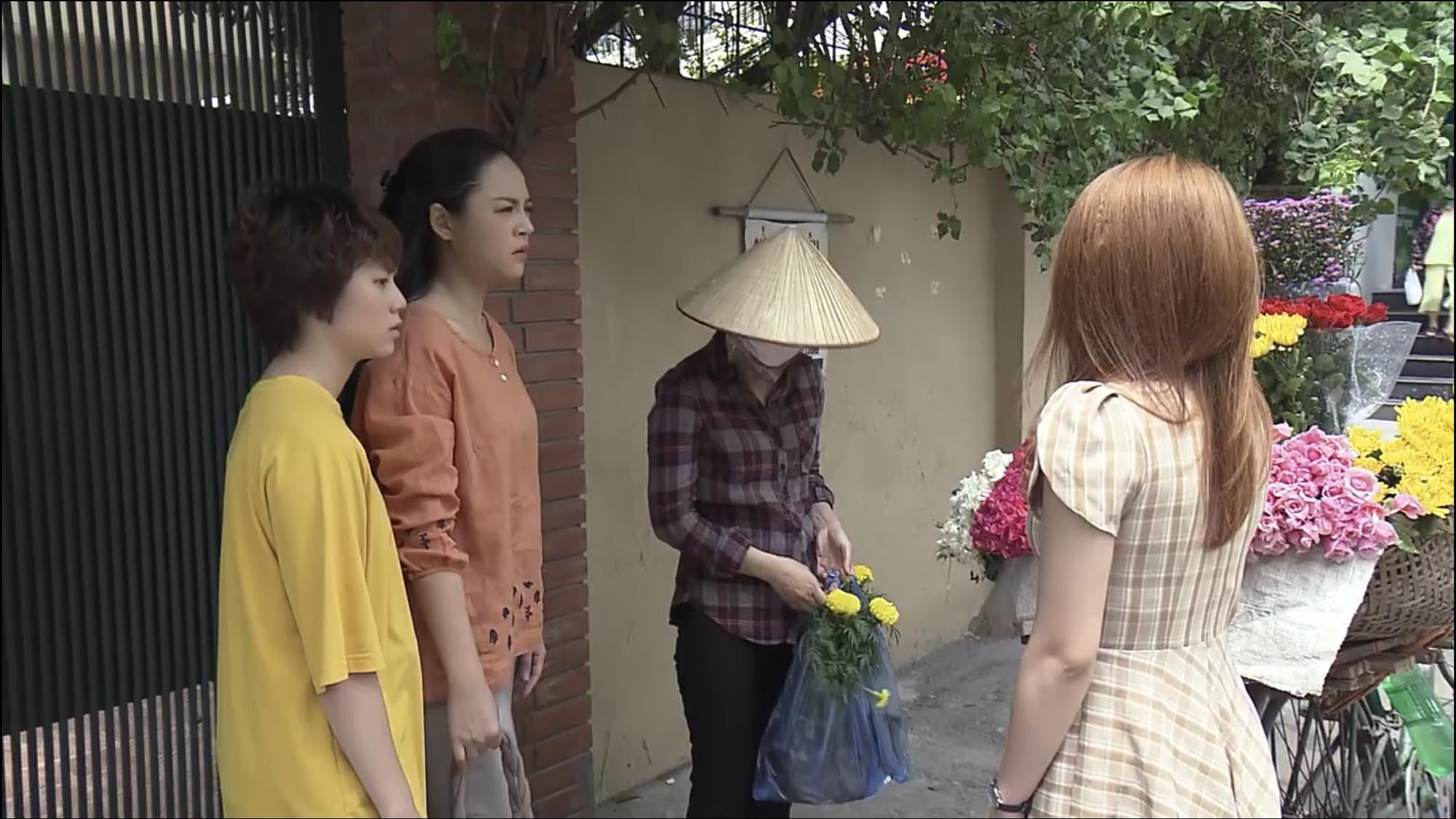 Preview Về Nhà Đi Con tập 48: Thư bị bố tát gãy răng giữa đường vì dám hỗn láo với cô bán hoa? - Ảnh 1.