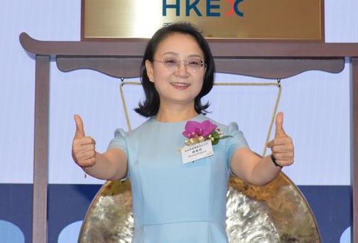 Cựu giáo viên Hóa học trở thành nữ tỉ phú tự thân giàu nhất châu Á - Ảnh 1.