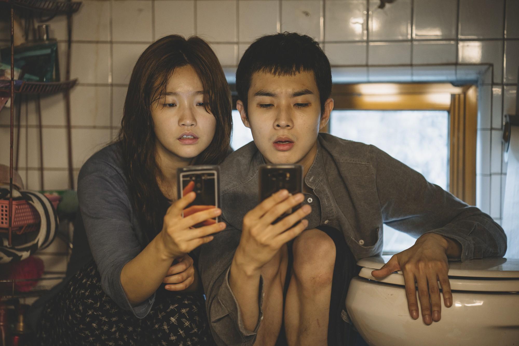 Mê điện ảnh Hàn, ghét hài nhảm, thích combo phim nghệ thuật khuyến mãi thêm trào phúng thì xem ngay Parasite! - Ảnh 11.