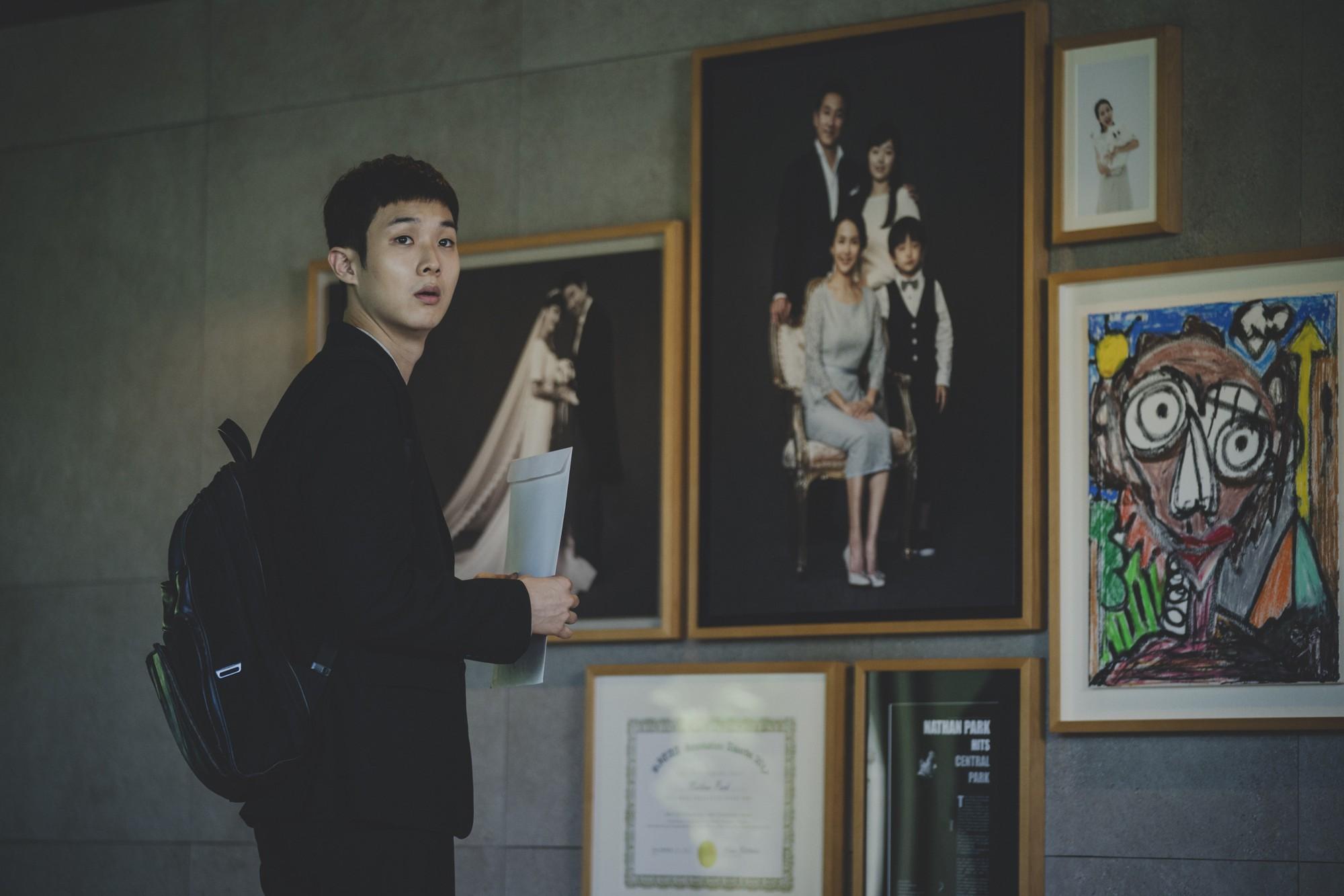 Mê điện ảnh Hàn, ghét hài nhảm, thích combo phim nghệ thuật khuyến mãi thêm trào phúng thì xem ngay Parasite! - Ảnh 4.