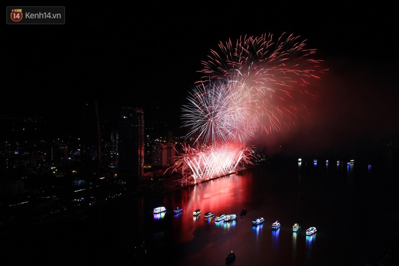 Ngắm màn tranh tài giữa Việt Nam và Nga mở màn Lễ hội pháo hoa quốc tế 2019 tại hồ bơi sang chảnh của khách sạn cao nhất Đà Nẵng - Ảnh 16.