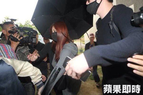 Muôn kiểu sao Hàn gây náo loạn khi đến trường: Sương sương đi học, đi thi thôi mà như dự sự kiện, đẹp tựa cảnh phim - Ảnh 27.