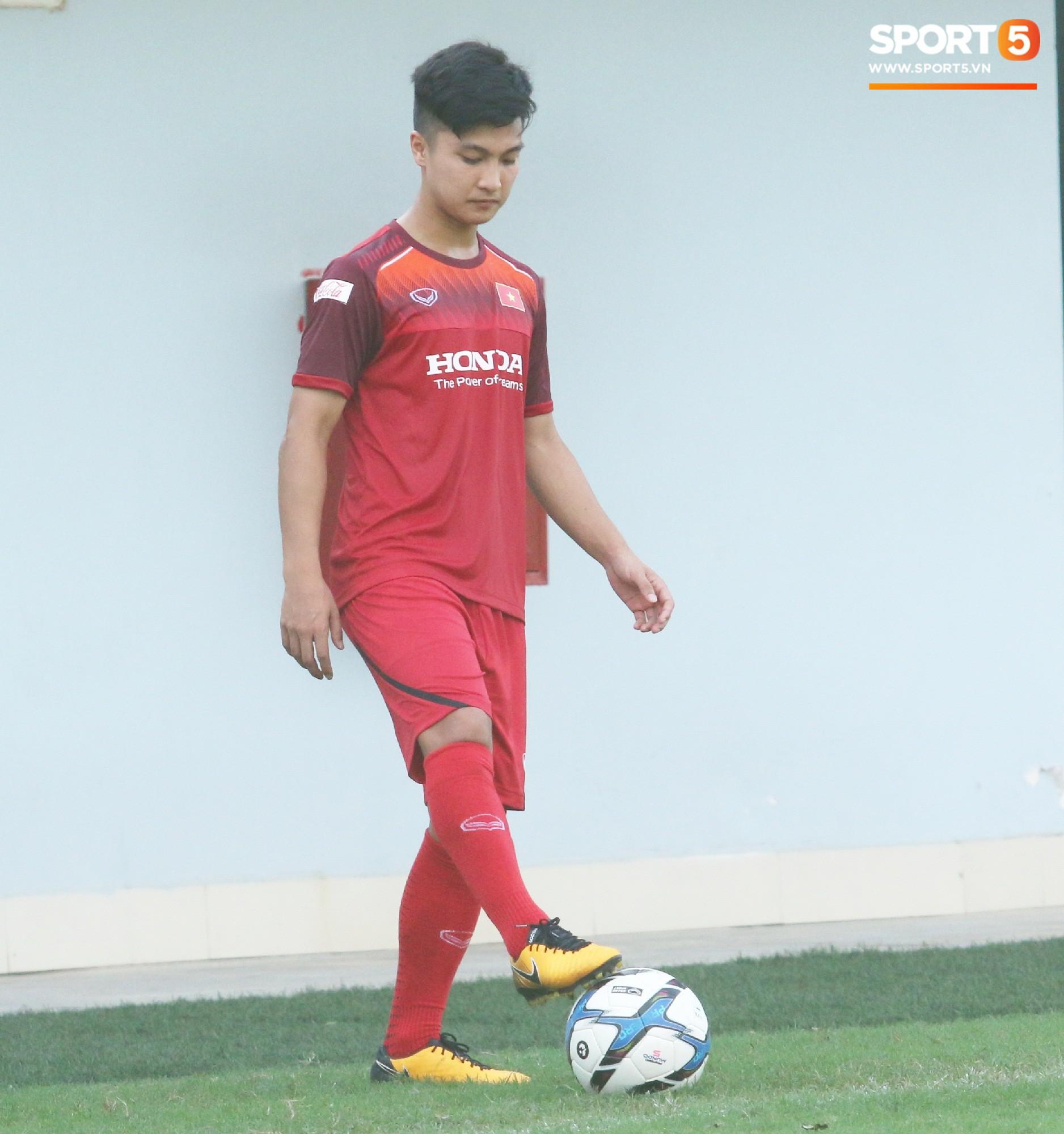 Hot boy Việt kiều chưa thể tập luyện, xót xa nhìn hàng loạt cầu thủ U23 Việt Nam chấn thương - Ảnh 3.