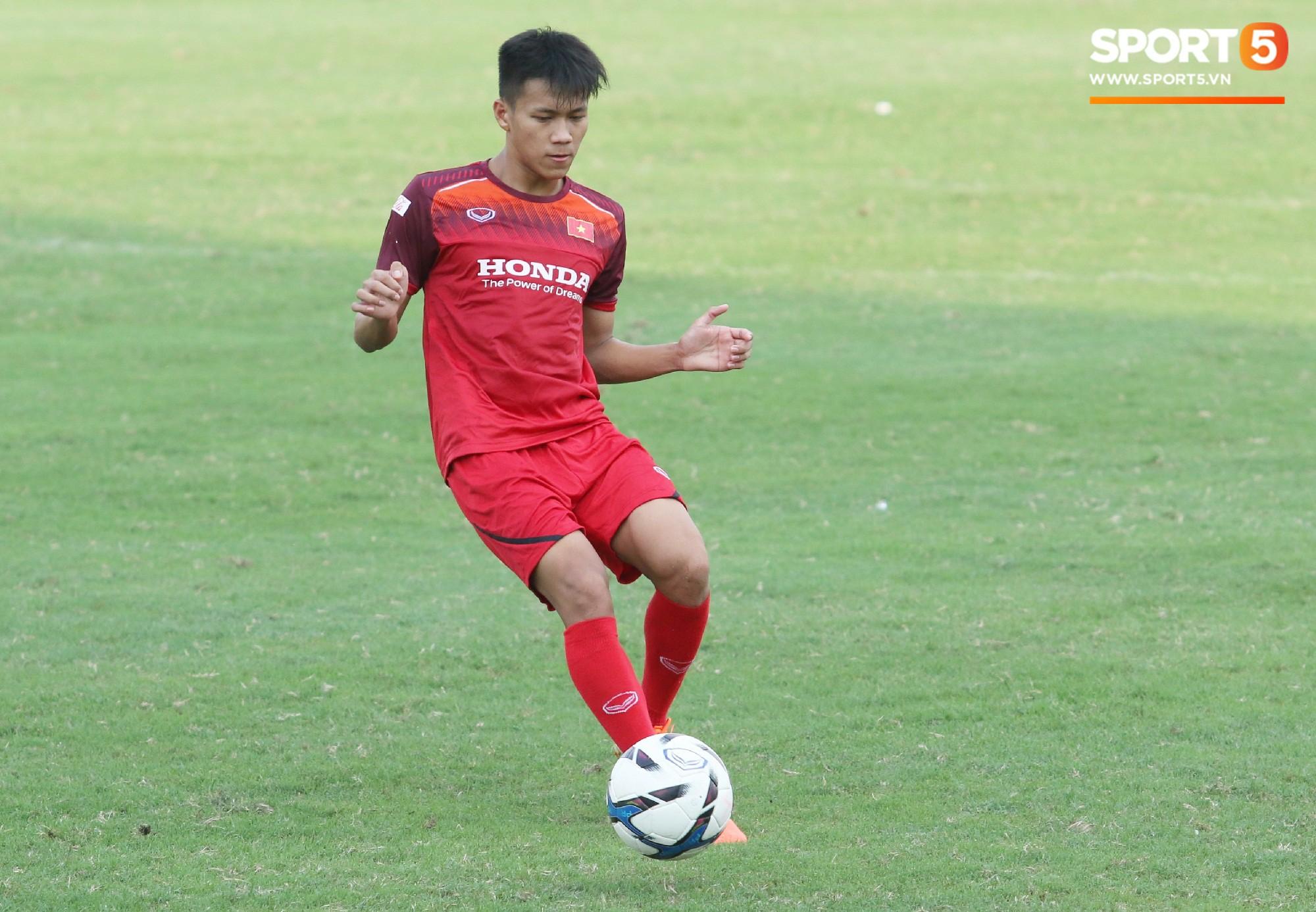 Hot boy Việt kiều chưa thể tập luyện, xót xa nhìn hàng loạt cầu thủ U23 Việt Nam chấn thương - Ảnh 7.