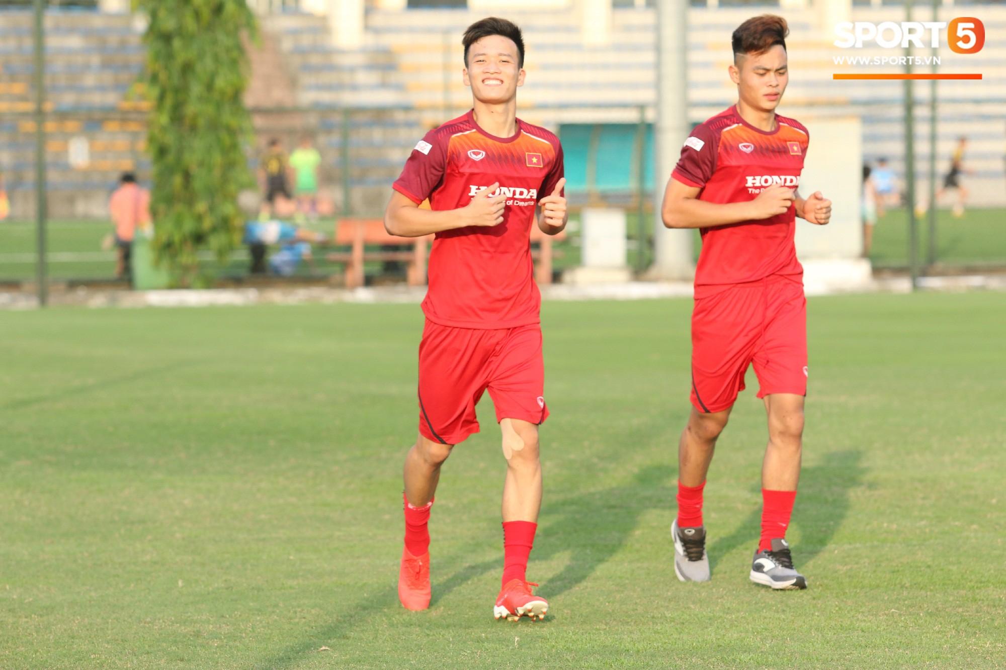 Hot boy Việt kiều chưa thể tập luyện, xót xa nhìn hàng loạt cầu thủ U23 Việt Nam chấn thương - Ảnh 4.