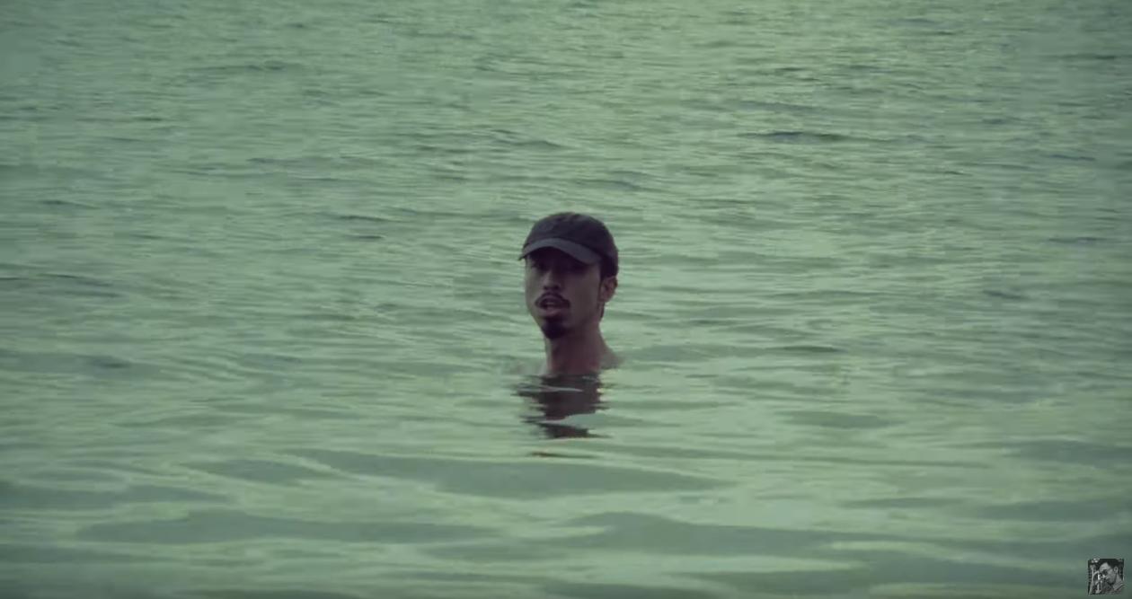 Ngâm mình dưới biển từ đầu đến cuối trong MV mới, Đen Vâu vẫn mang về hơn nửa triệu views sau 1 đêm! - Ảnh 2.