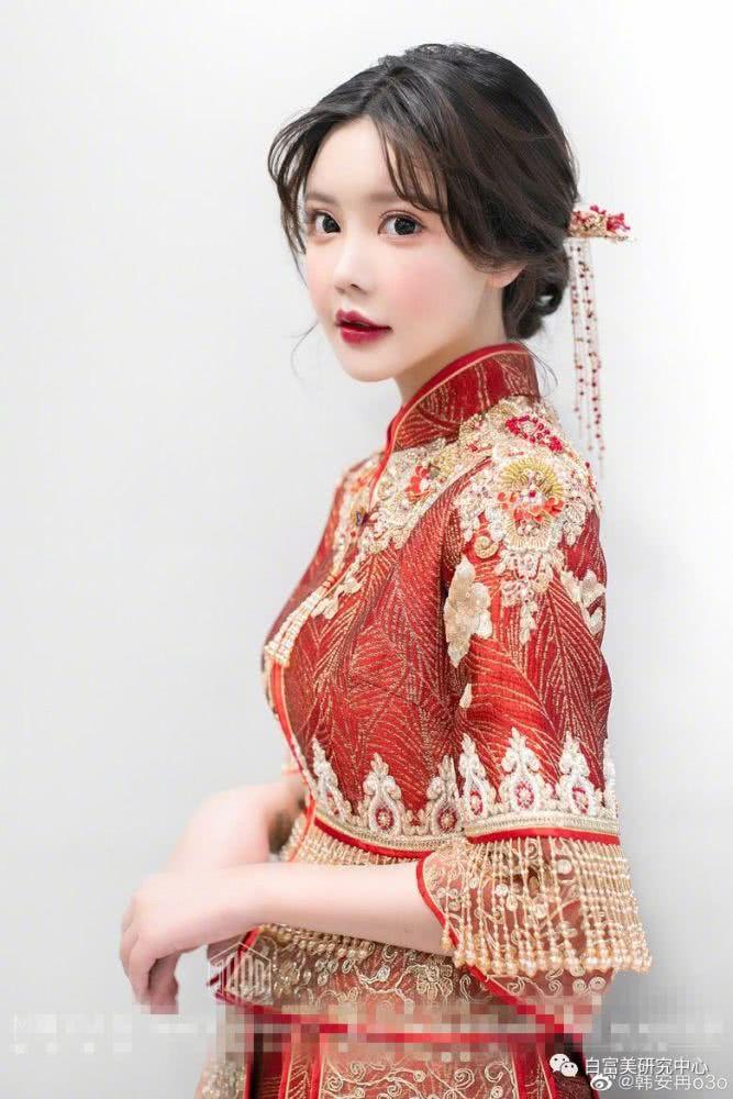 Ngã ngửa hôn lễ của mẫu nữ xứ Trung: Nhan sắc thảm họa từ cô dâu đến khách mời toàn hotgirl Weibo bị bóc trần - Ảnh 2.