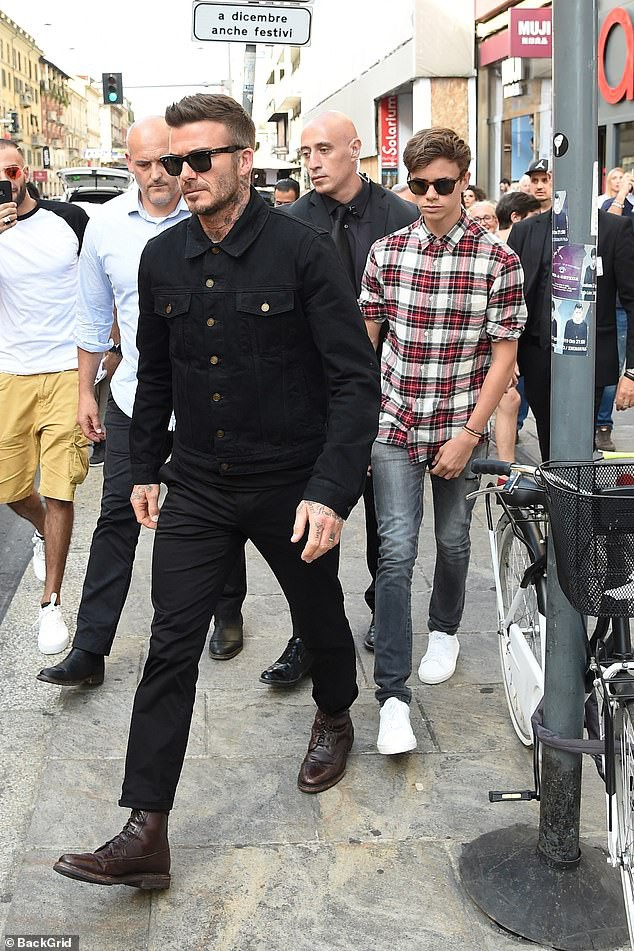 Con trai cả Brooklyn gây thất vọng vì yêu mù quáng, David Beckham chuyển sang o bế cậu hai Romeo Beckham? - Ảnh 3.