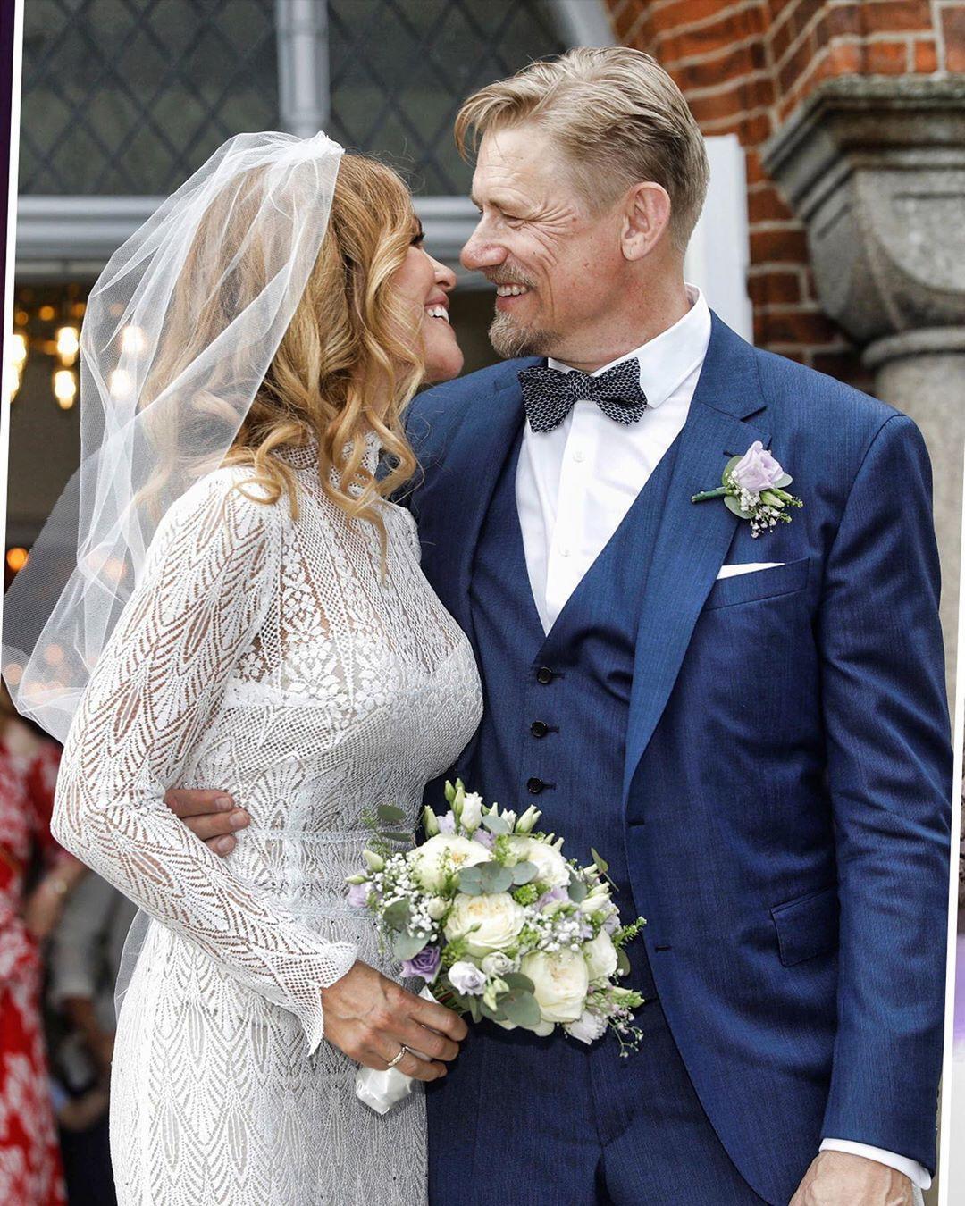 Chán cảnh độc thân, dàn sao bóng đá thi nhau cưới vợ trong hè này - Ảnh 10.