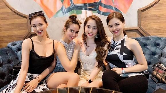 Những hội bạn thân toàn mỹ nhân Vbiz: Từ U30 đến U50 vẫn giữ vẻ đẹp tươi trẻ bất chấp thời gian, phong cách sành điệu miễn chê - Ảnh 11.