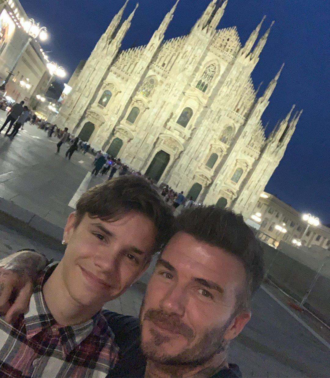 Con trai cả Brooklyn gây thất vọng vì yêu mù quáng, David Beckham chuyển sang o bế cậu hai Romeo Beckham? - Ảnh 4.