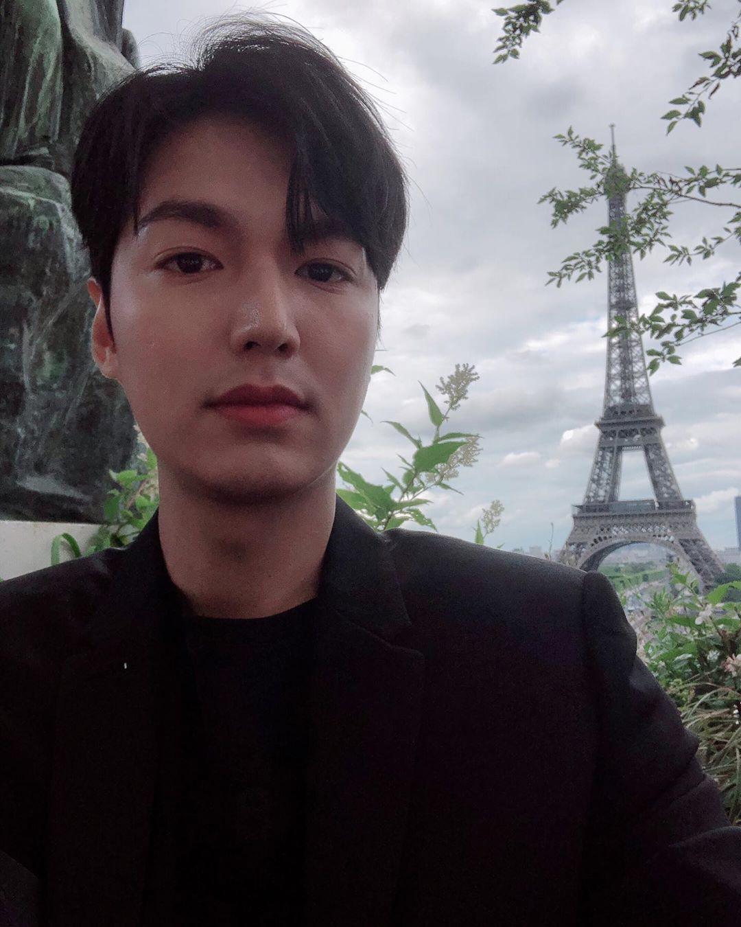Khoe ảnh đẹp trai và sang chảnh ở Paris, nhưng Lee Min Ho sao lại lộ sống mũi cao vều như mỏ vịt thế này? - Ảnh 3.