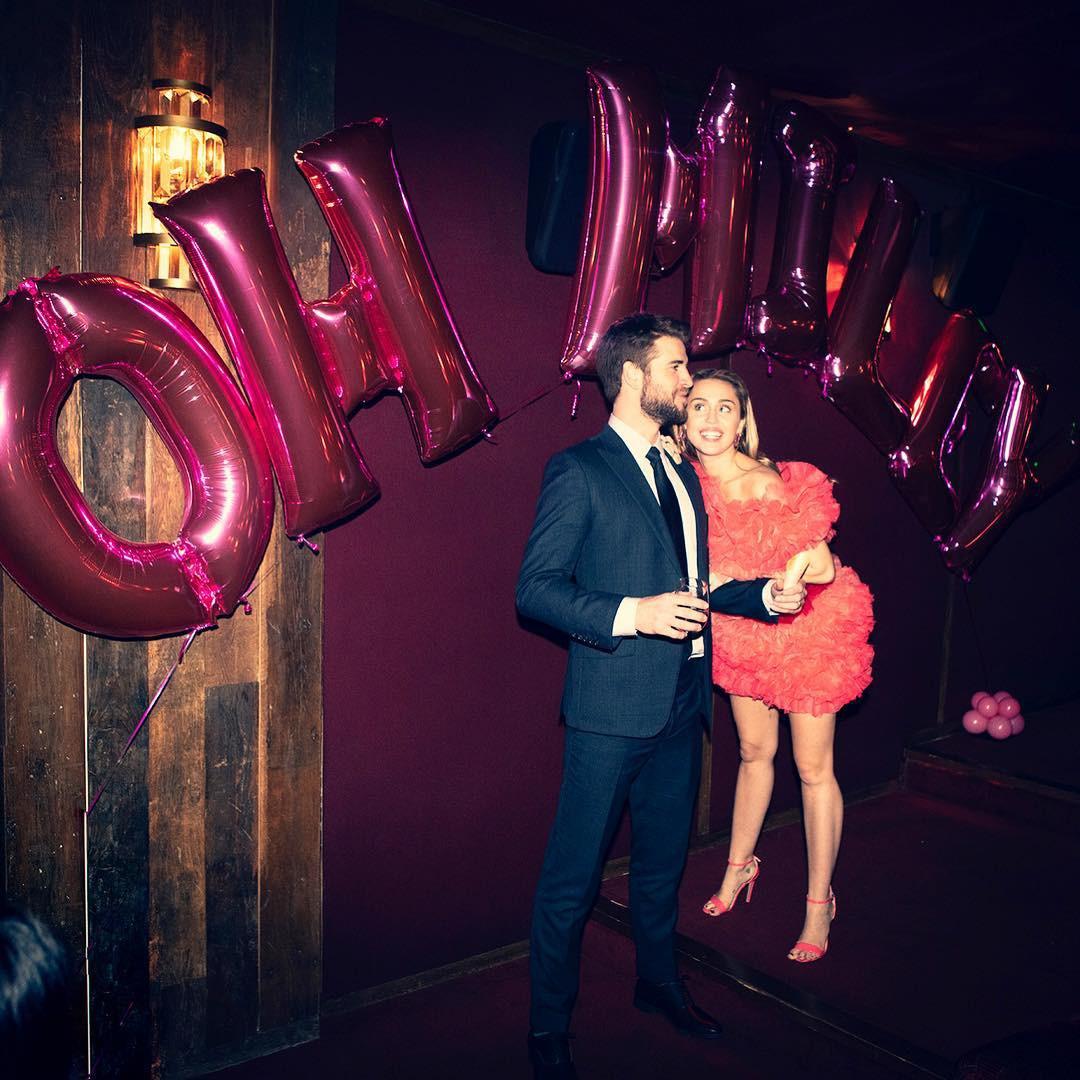 Cặp đôi vàng của làng Instagram Liam và Miley Cyrus đốn tim fan bằng những khoảnh khắc trẩu tre hết cỡ - Ảnh 1.