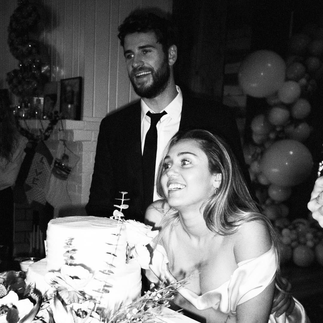 Cặp đôi vàng của làng Instagram Liam và Miley Cyrus đốn tim fan bằng những khoảnh khắc trẩu tre hết cỡ - Ảnh 4.