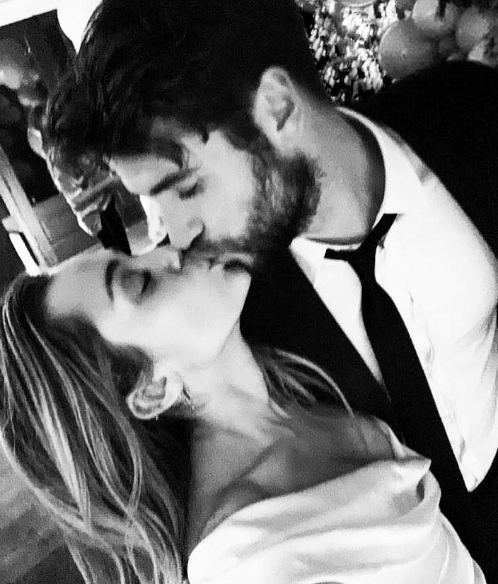 Cặp đôi vàng của làng Instagram Liam và Miley Cyrus đốn tim fan bằng những khoảnh khắc trẩu tre hết cỡ - Ảnh 9.
