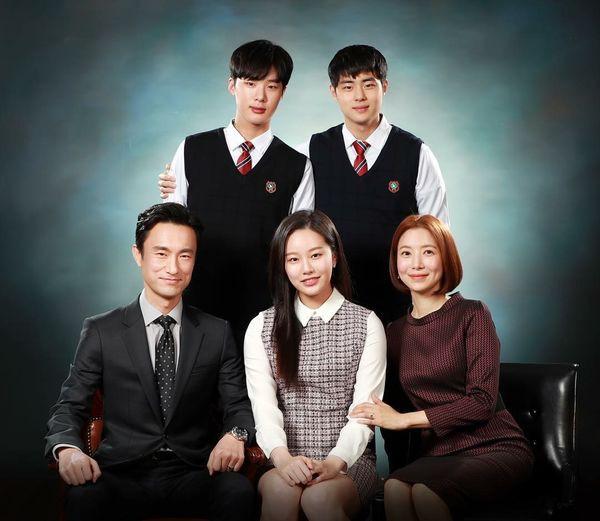 8 phim Hàn không nên bỏ lỡ nửa đầu năm 2019: Vía số 2 cực nặng vẫn chưa tác phẩm nào vượt qua được - Ảnh 6.