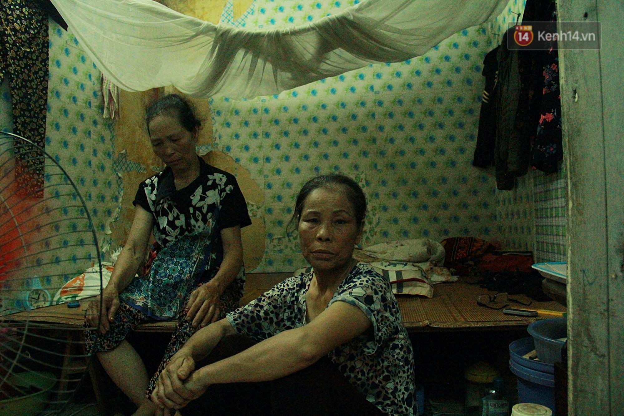 Dân xóm nghèo oằn mình trong những căn phòng trọ lợp mái tôn gần 50 độ C giữa lòng Hà Nội: Cái nóng hầm hập như muốn luộc chín người - Ảnh 3.