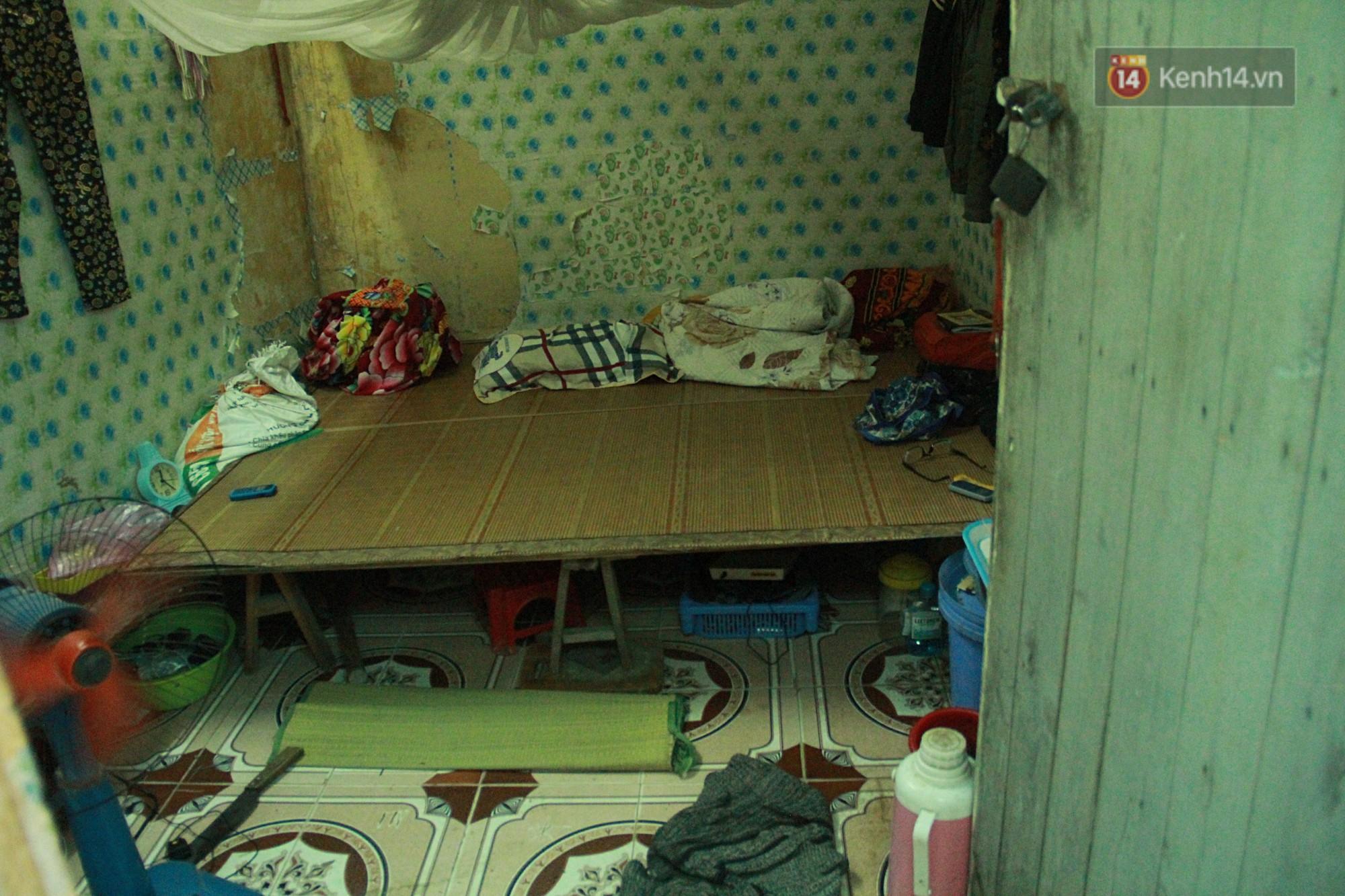 Dân xóm nghèo oằn mình trong những căn phòng trọ lợp mái tôn gần 50 độ C giữa lòng Hà Nội: Cái nóng hầm hập như muốn luộc chín người - Ảnh 4.