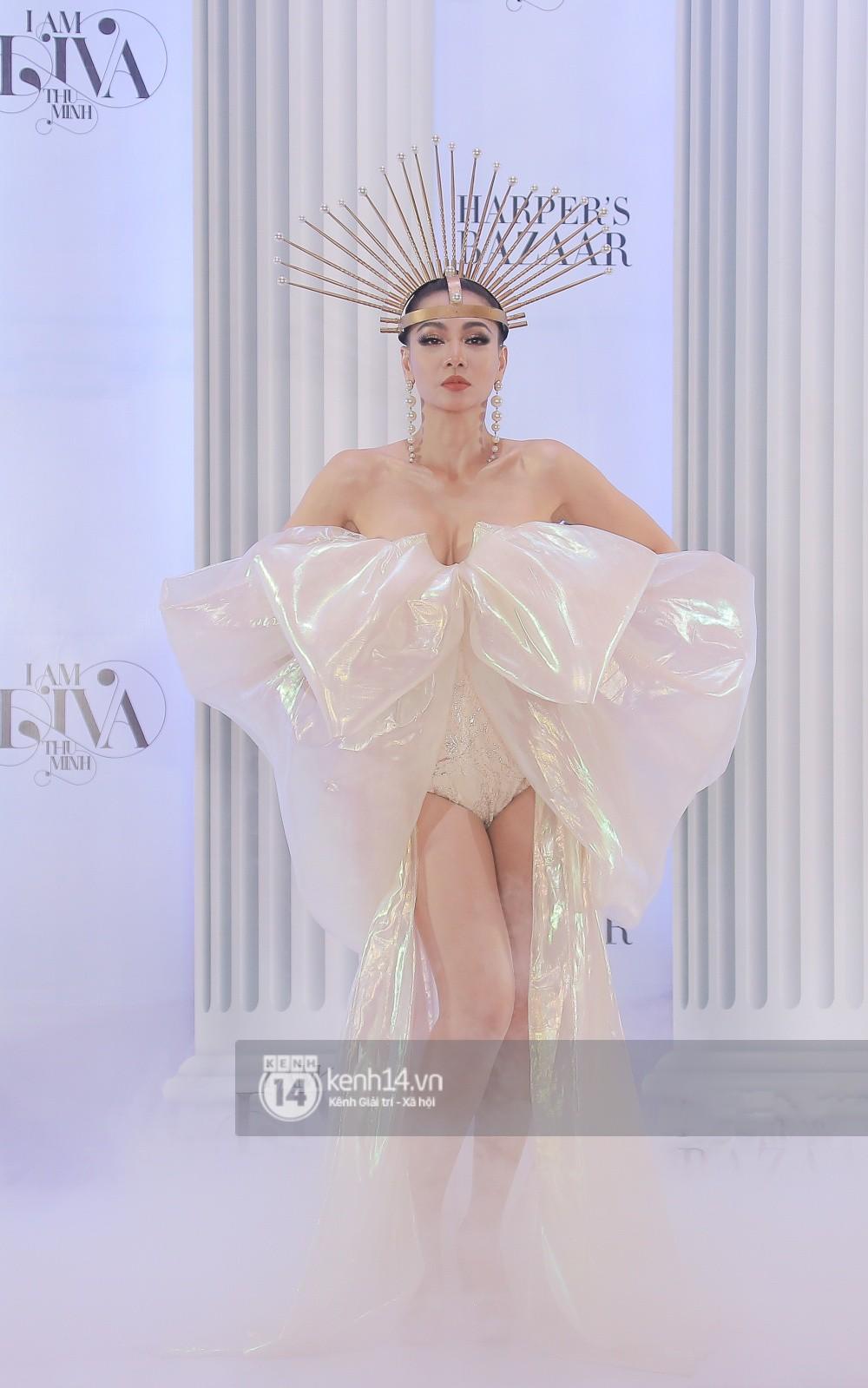 Thảm đỏ lố nhất Việt Nam: Nếu Phương Khánh là đóa hoa thì Jolie Nguyễn chính là giấy gói quà, riêng Nam Em quên... mặc quần - Ảnh 28.