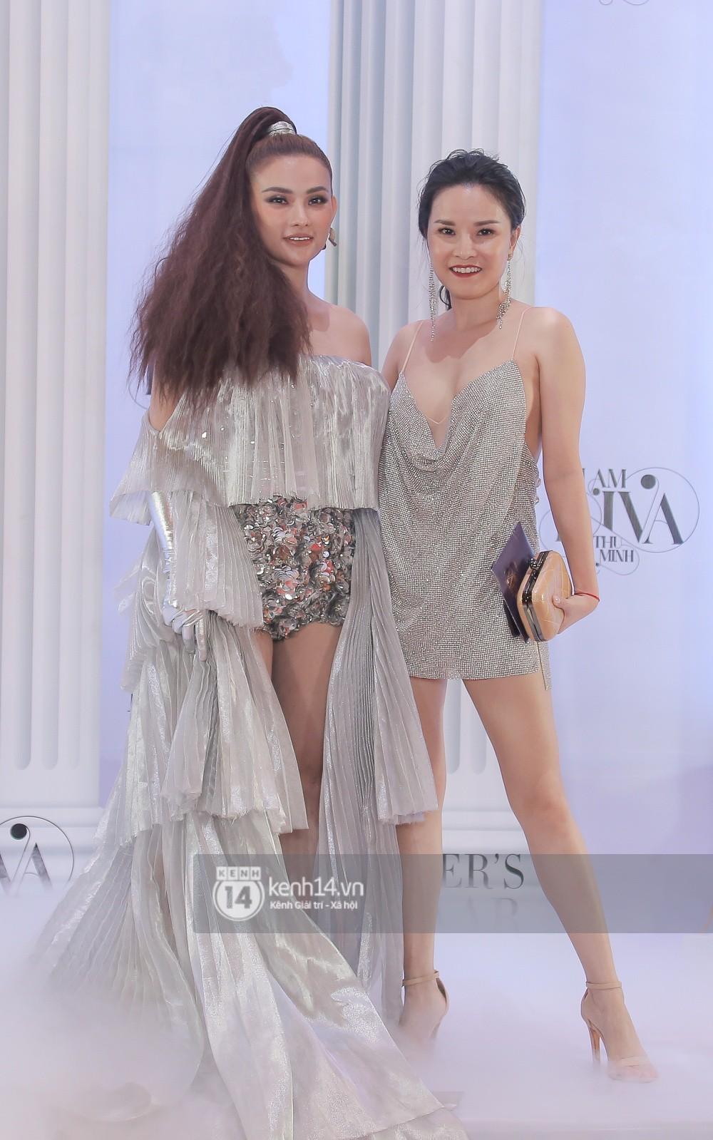 Thảm đỏ lố nhất Việt Nam: Nếu Phương Khánh là đóa hoa thì Jolie Nguyễn chính là giấy gói quà, riêng Nam Em quên... mặc quần - Ảnh 24.