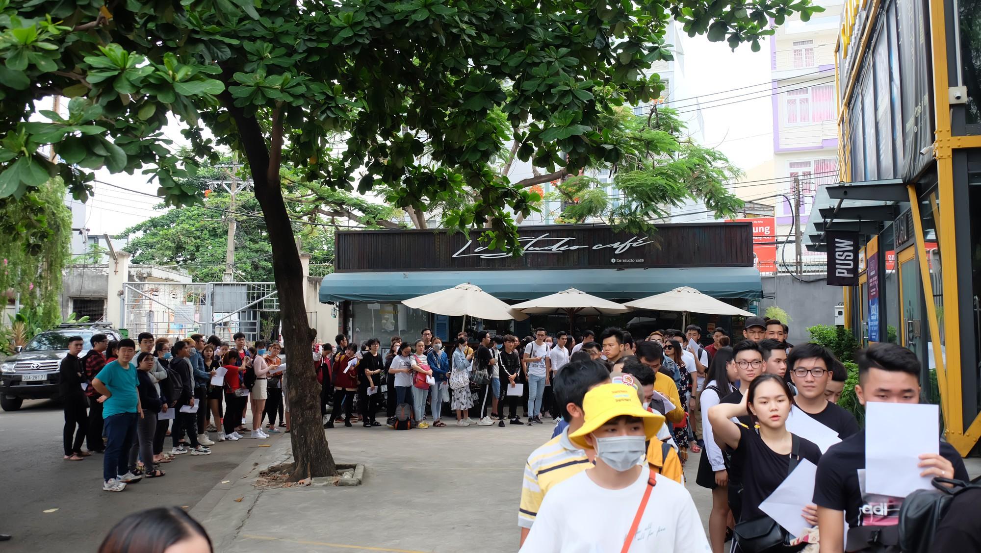 Hội fan cứng 10 năm đột kích, tổ chức sinh nhật bất ngờ khiến Minh Hằng khóc nức nở - Ảnh 12.
