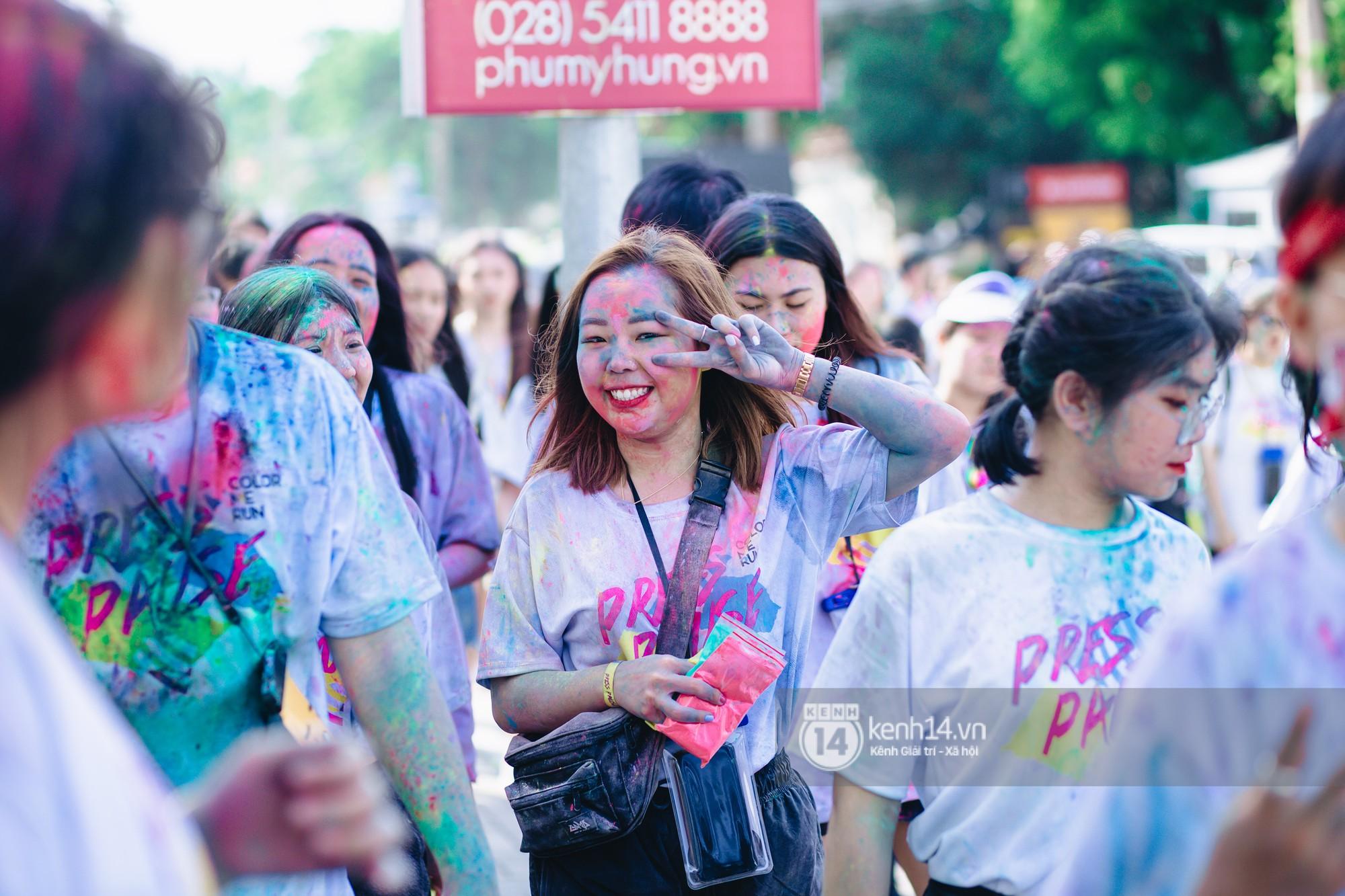 Color Me Run 2019: Hàng nghìn người đổ xuống khắp mọi nẻo đường, quẩy tưng bừng trong sự kiện lớn nhất năm - Ảnh 8.