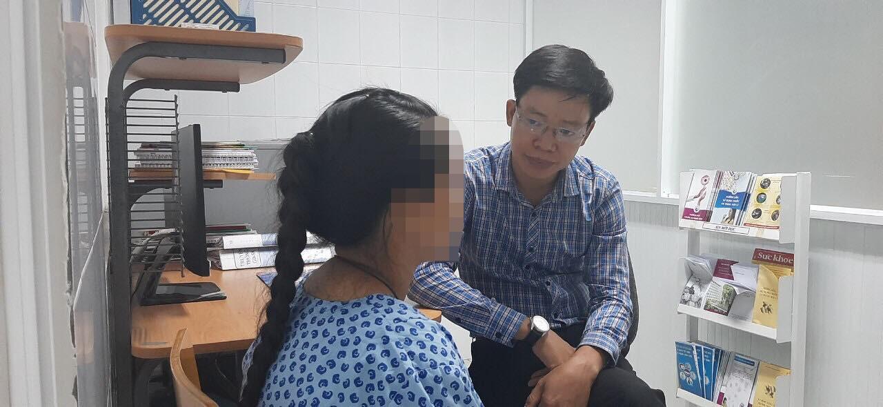 Lời kể của bé gái 14 tuổi nghi bị cậu ruột hiếp dâm suốt 3 năm đến mang thai: Con không dám la, cậu dặn lên đây phá thai rồi về - Ảnh 1.