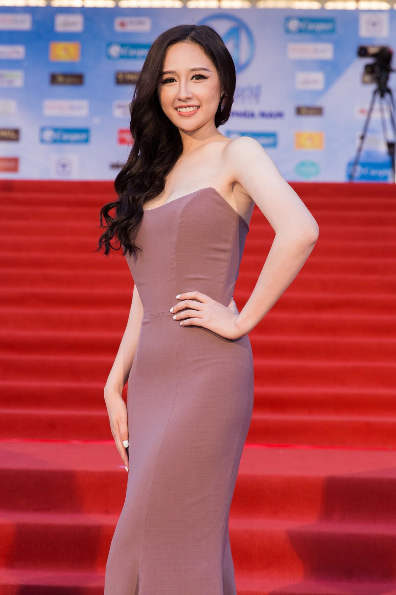 Thảm đỏ Miss World: Mai Phương Thúy, Nam Em khoe thành tích giảm cân, hội Hoa hậu chặt chém bất phân thắng bại - Ảnh 1.