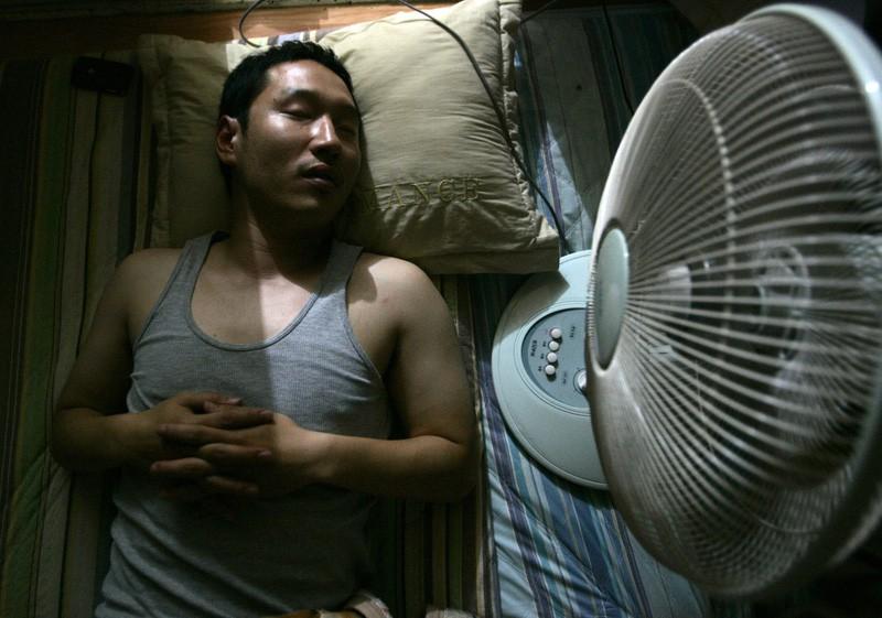 Không muốn gặp phải tình cảnh đột quỵ trong những ngày nắng nóng, hãy sửa ngay 5 thói quen sau - Ảnh 5.
