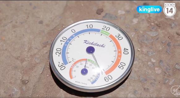 Clip: Hà Nội nắng nóng đỉnh điểm hơn 60 độ C do hiệu ứng đô thị, mặt đường ở nhiều tuyến phố như bốc hơi - Ảnh 2.