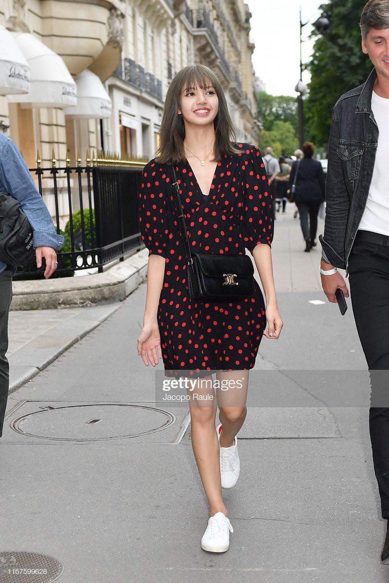 Chưa đi sự kiện, em út BLACKPINK đã khiến nhiếp ảnh gia Paris náo loạn chỉ vì... dạo phố mà như chụp tạp chí - Ảnh 1.