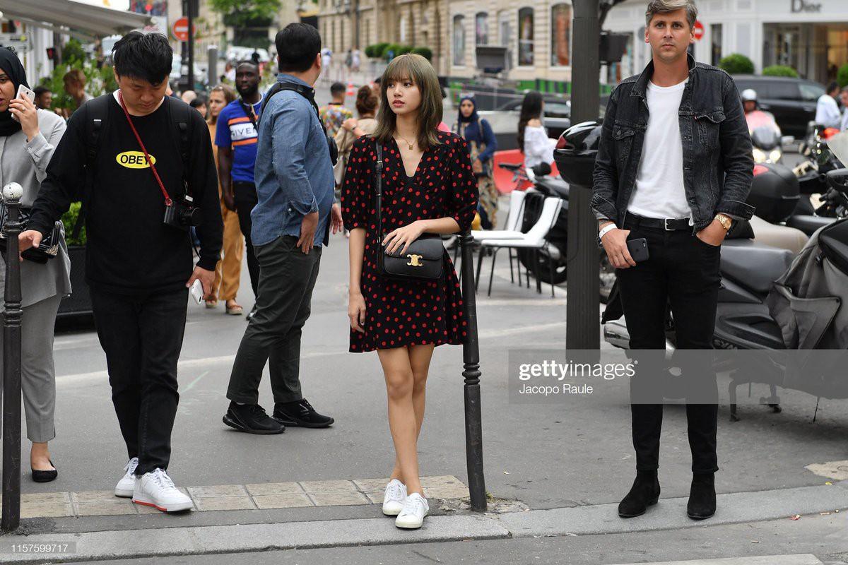 Chưa đi sự kiện, em út BLACKPINK đã khiến nhiếp ảnh gia Paris náo loạn chỉ vì... dạo phố mà như chụp tạp chí - Ảnh 8.